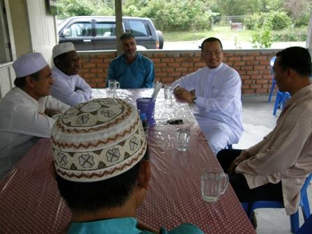 Kemesraan yang ditunjukkan oleh Haji Nicholas cukup terserlah