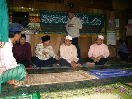 Tengah berbicang dengan Encik Salehudin Tahir