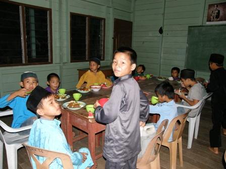 Anak-anak merupakan aset di kampung ini