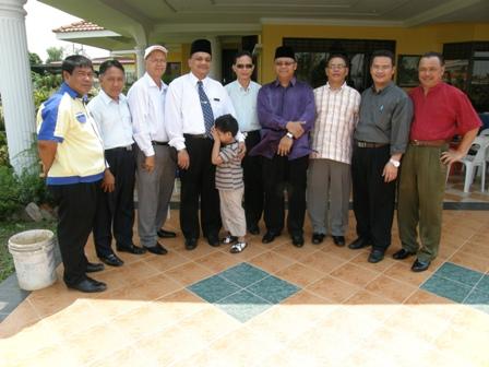 Dari kiri Ustaz Aslee, Ustaz Ismail, Ustaz Manaf, Encik Rosdi, Datuk Haji Sairin
