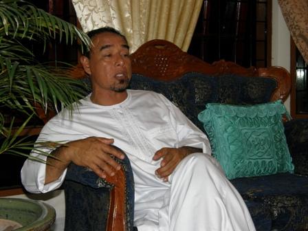 Ustaz Lokman adik kepada Tuan Guru Haji Ahmad Darbi Lubis
