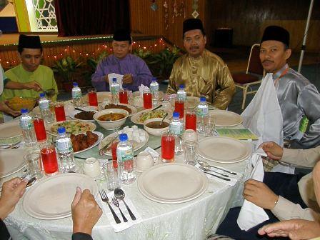Barisan bos-bos, Ustaz Baharudin Alwi, Ustaz Saifudin Haji Daud dan rakan-rakan