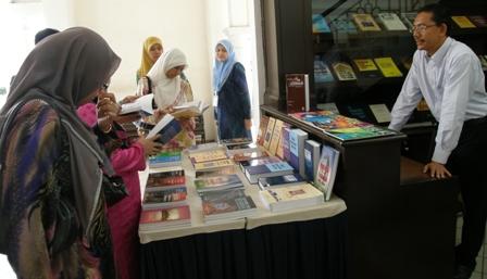 Pameran buku-buku terbitan IKIM