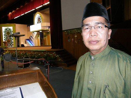Ustaz Abdul Rahman pengacara majlis yang dekat dihati