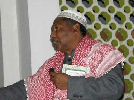 Ustaz Haji Hadiq Sedang menyampaikan taklimat kepada Jemaah