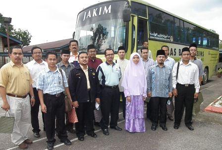 Antara rombongan kami semasa melawat Baitul Iman Hulu Yam, Selangor